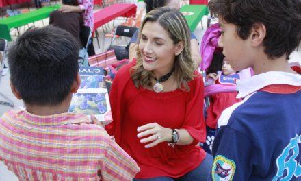 El DIF estatal entrega regalos navideños a niñas y niños del Centro de Asistencia Social Gabilondo Soler