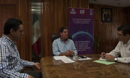 El presidente de Tecomán, Elías Lozano, firmó el Acuerdo de Colaboración con ¿Cómo Vamos? Colima