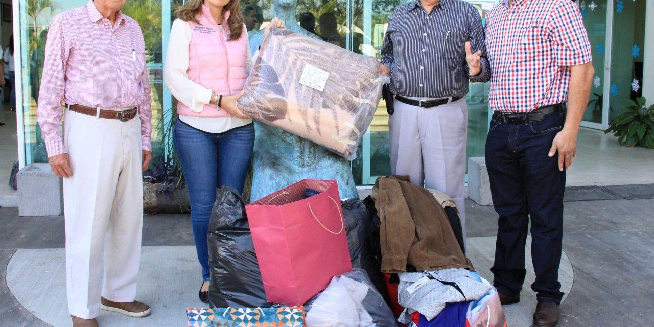 DIF Estatal agradece donación de ropa, abrigos y artículos para adultos mayores