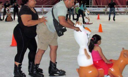 En funcionamiento al 100% la Pista de Hielo del Festival Navideño Manzanillo On Ice