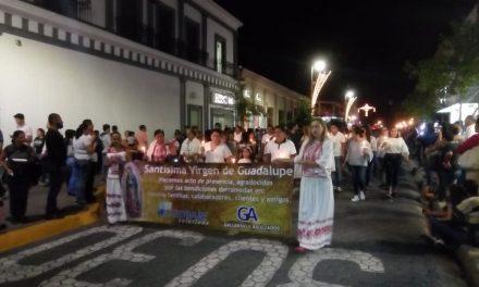 Todo el día, cientos de peregrinos se organizaron para visitar a la Virgen en la Catedral de Colima