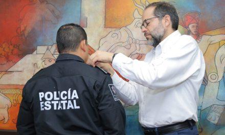 Entrega Gobernador uniformes  a policías estatales; además otorga ascensos a los agentes de la corporación
