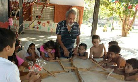 Taller de juguetes tradicionales con niños y niñas, organiza Cultura