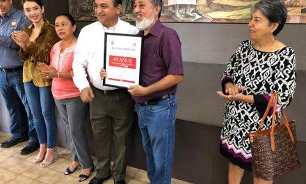 Ayuntamiento de Villa de Álvarez, entrega reconocimiento a Pablo Cerna, por 45 Años como periodista gráfico