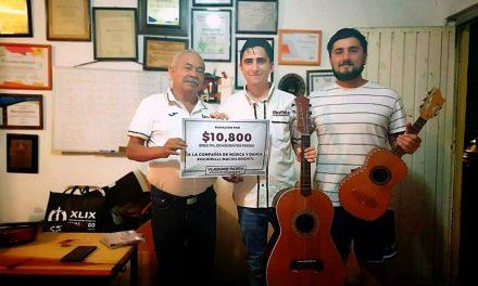 Dona la mitad de su sueldo a un Grupo Cultural, diputado Vladimir Parra