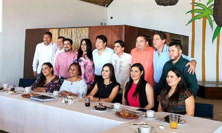 El coordinador de diputados federales de MORENA, se reúne con algunos legisladores locales y alcaldes, en Manzanillo