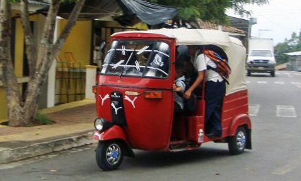 Entrega solicitud Rafael Mendoza para que lo cite el Congreso a comparecer para justificar las mototaxis