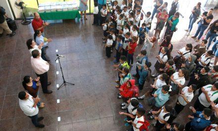 Visitan la UdeC estudiantes de primaria y de las escuelas de niños migrantes