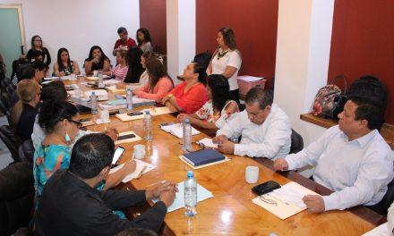 """En lo """"oscurito"""" se reúnen diputados y funcionarios estatales para discutir la violencia de género"""