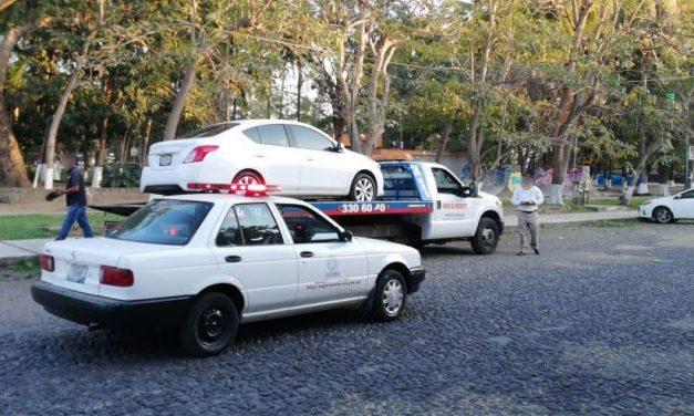 Implementa operativo Movilidad para detener unidades particulares que ofrecen el servicio de taxi