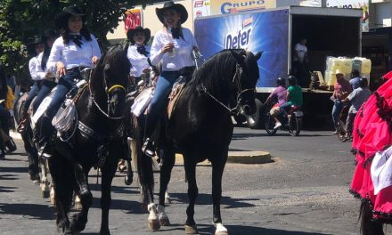 Participaron 350 Jinetes en la Gran Cabalgata de Mujeres