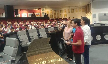 Alumnos de diversas escuelas del municipio de Cuauhtémoc, visitan el Congreso local