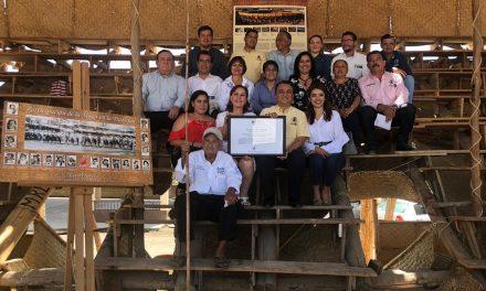 Felipe Cruz y Miembros de ICOMOS Internacional Entregan Reconocimientos a Tabladeros