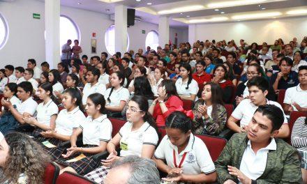 Beneficia UdeC a 123 alumnos con beca de alimentos Cara Amiga