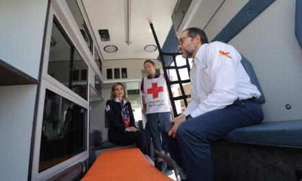 Gobernador entrega ambulancias y equipo de rescate a Cruz Roja