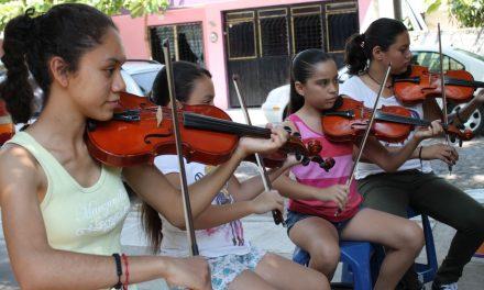 El mariachi tradicional La Estancia, representa a Colima en encuentro de músicos y bailadores