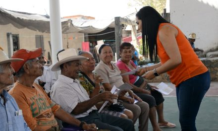 Entrega Indira Vizcaíno Pensiones para el Bienestar de Adultos Mayores