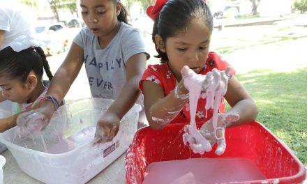 Aprenden hijos de trabajadores temas de ciencia y tecnología, en Tecomán