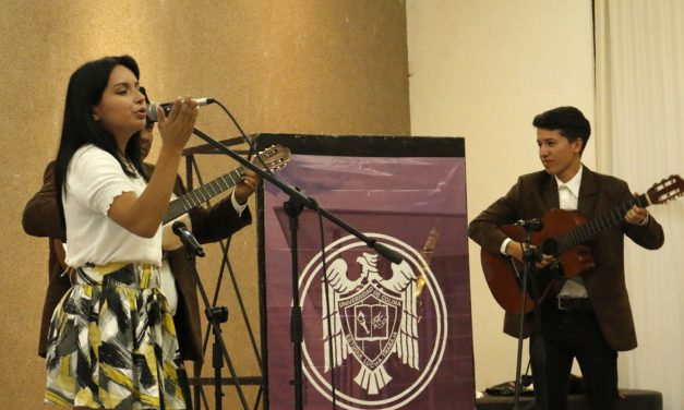 Deleita grupo musical a estudiantes de Manzanillo