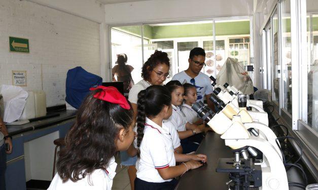 Inculcan estudiantes de la UdeC ciencia y cuidado ambiental en niños