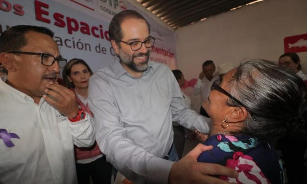 Gobernador entrega obras en  comunidades rurales de Coquimatlán