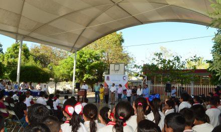 Alcalde de Cuauhtémoc, entrega uniformes en la cabecera municipal