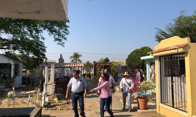 Felipe Cruz invita a propietarios de tumbas en Panteón Municipal a regularizar situación