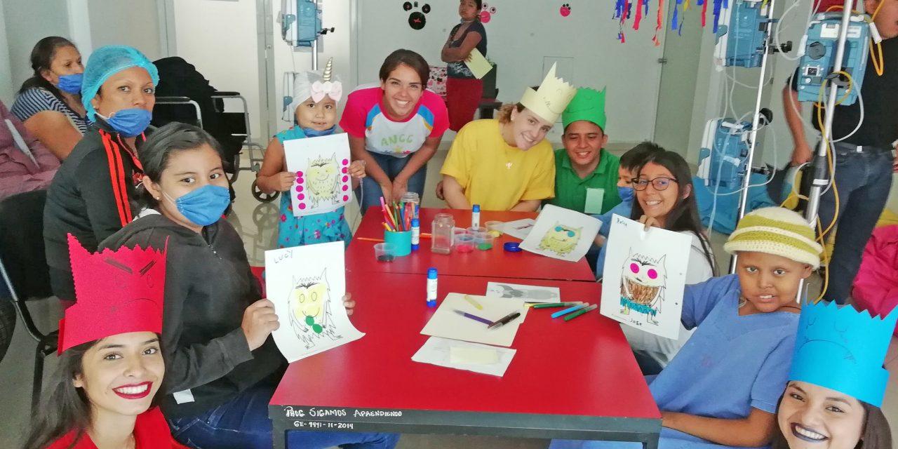 Alumnos de la UdeC promueven la lectura a niños del Instituto Estatal de Cancerología