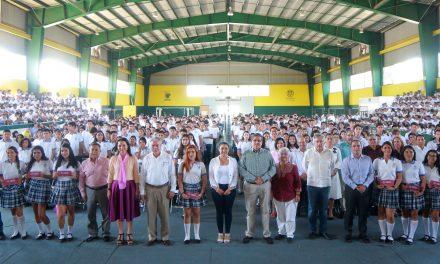 """854 estudiantes del Bachillerato 2 de la UdeC reciben Beca """"Benito Juárez"""""""