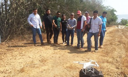 Imparten a estudiantes de Tecomán taller sobre uso forestal y agronómico de drones