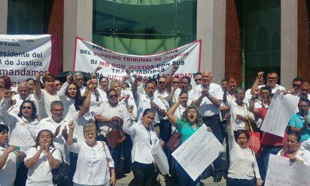 Se manifiestan trabajadores en exigencia de incremento salarial en el Poder Judicial