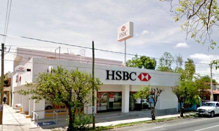 Clientes afectados de fraudes cibernéticos, se manifiestan frente al banco HSBC