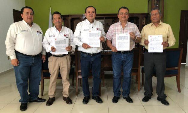 Felipe Cruz y Directivos del INEA Firman Convenio de Colaboración
