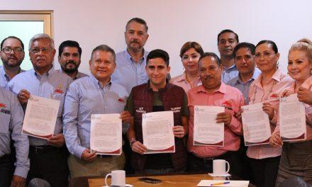 Por primera vez Legislativo firma convenio laboral con STSGEC