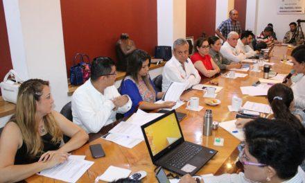 A puerta cerrada se desarrolla la reunión entre diputados, funcionarios y representante del EcoParc
