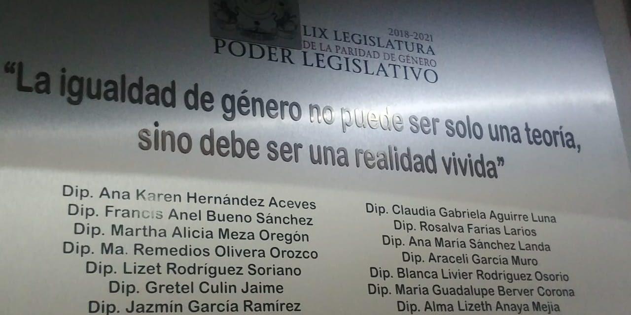 Develan placa de la Primera Bancada de Género en el Congreso del Estado de Colima