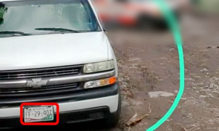 Hurtan camioneta de la colonia Lomas Verdes, en la ciudad de Colima