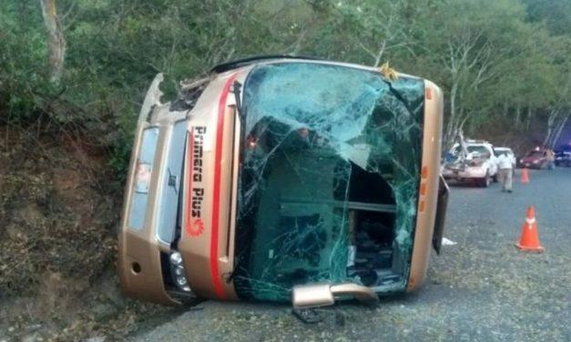 Volcadura en carretera de Jalisco deja saldo de 14 personas lesionadas, este domingo