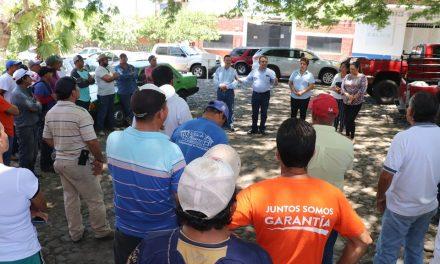 Felipe Cruz visita a trabajadores de Servicios Públicos; los invita a servir mejor