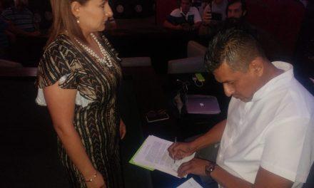 PRESIDENTA DEL DIF COLIMA PIDE LA RENUNCIA DEL ALCALDE DE ARMERIA