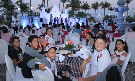 Convive Gobernador con competidores del Campeonato Mundial de Ajedrez