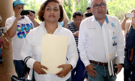 Alcaldesa de Manzanillo presenta denuncias por fraude y corrupción de servidores ante la FGE