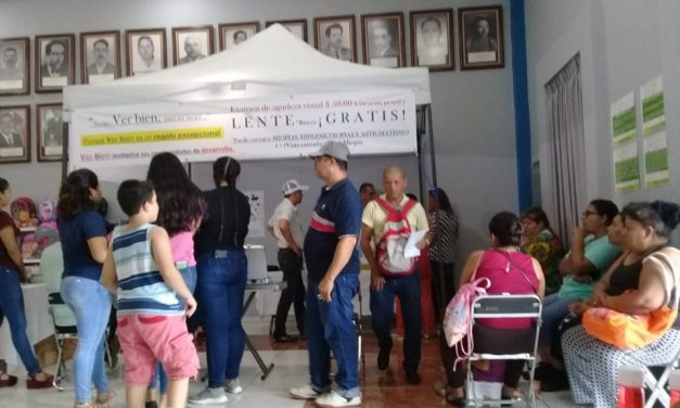593 personas beneficiadas con feria de útiles escolares y 306 con lentes gratis, en Villa de Álvarez