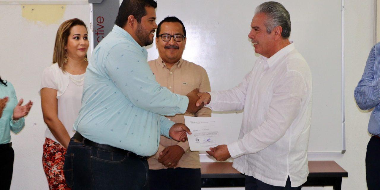 Entregan nombramiento a Coordinador de USAE de Coquimatlán