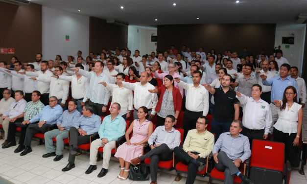 Rector toma protesta a once nuevas asociaciones de Egresados