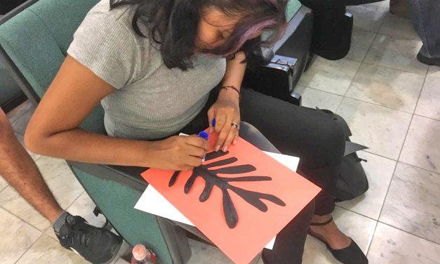 """Realizan Taller """"Pinta tu propio cuadro de arte moderno"""", en Manzanillo"""
