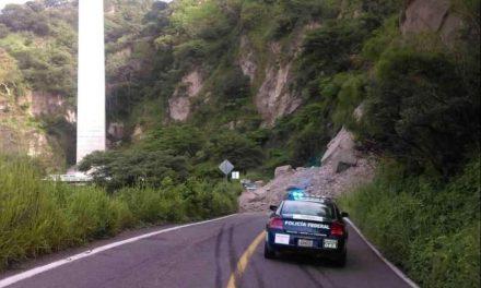 Está cerrada por derrumbes la carretera libre Tonila-Ciudad Guzmán