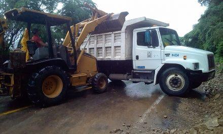 Solo pequeños derrumbes se registraron por la carretera de La Villa a Minatitlán