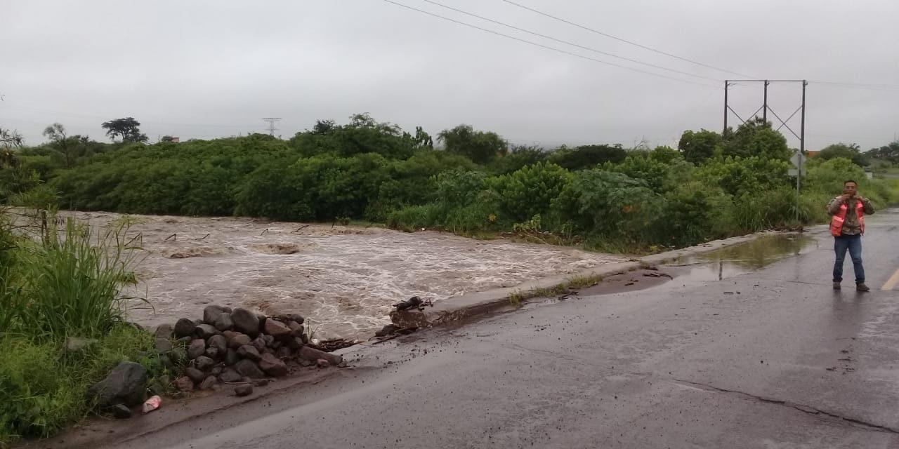 Crece el arroyo seco, en Villa de Álvarez; PC pendiente para evitar accidentes