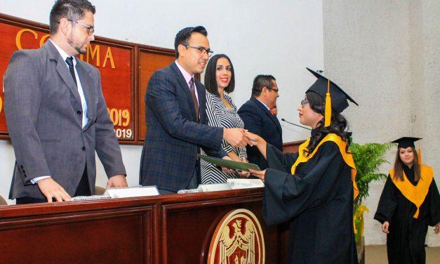 Titula UdeC a 99 expertos contabilidad, administración y negocios, en Tecomán